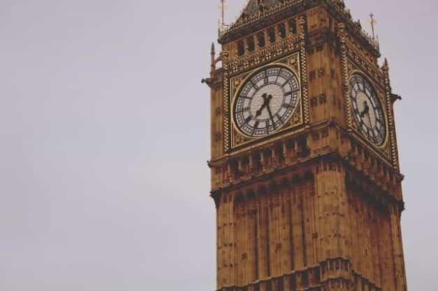 Menara jam Big Ben di Gedung Parlemen pemerintah Inggris.