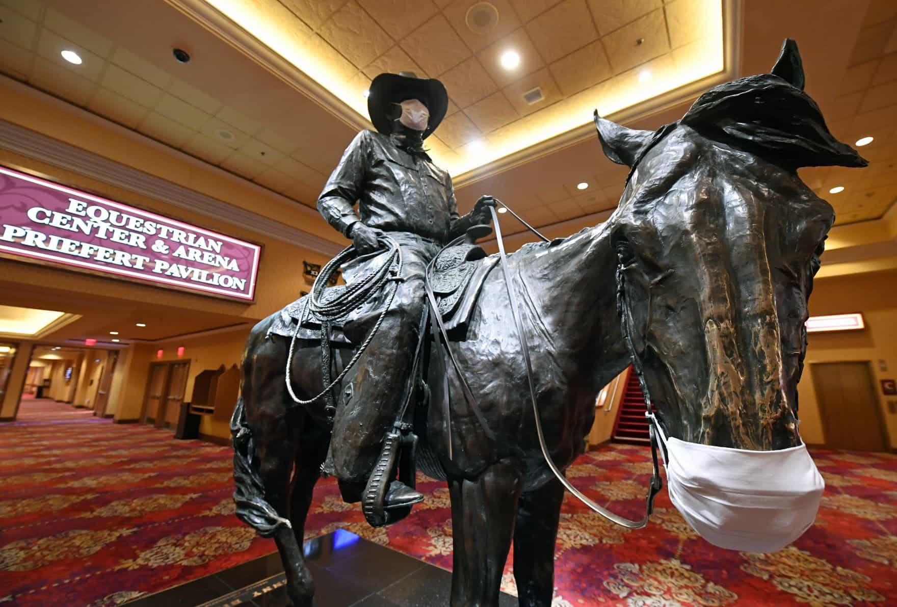 Patung perunggu Benny Binion, pencipta World Series of Poker.