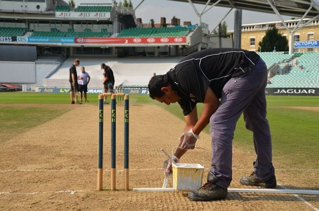 Lukisan garis lipatan di kriket.