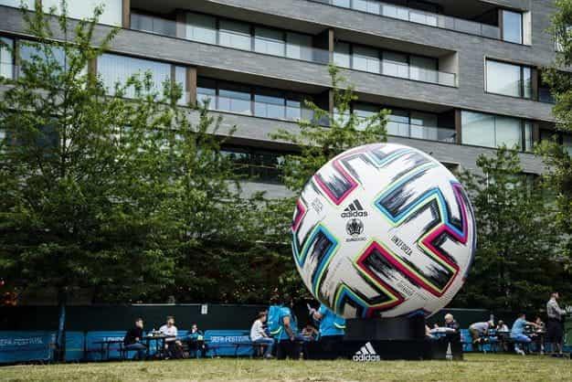 Bola Kejuaraan Eropa.