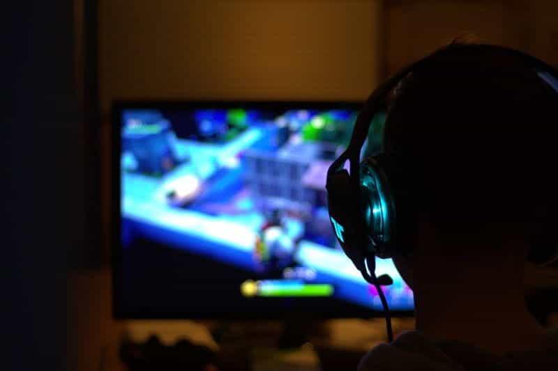 Pemain bermain Fortnite.