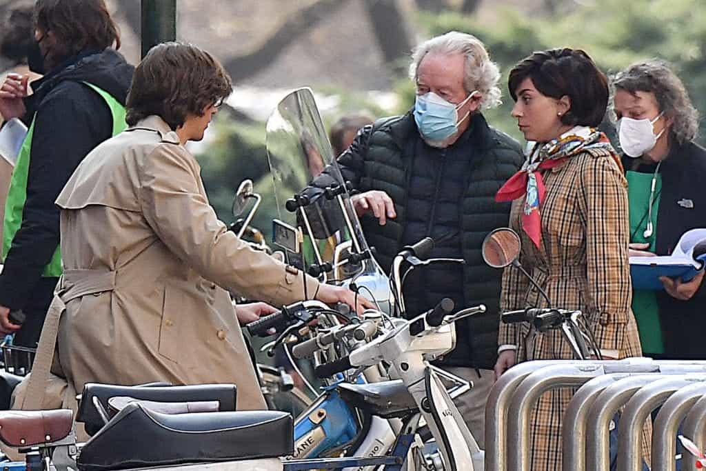 Sutradara Ridley Scott dan Lady Gaga di lokasi syuting House of Gucci.