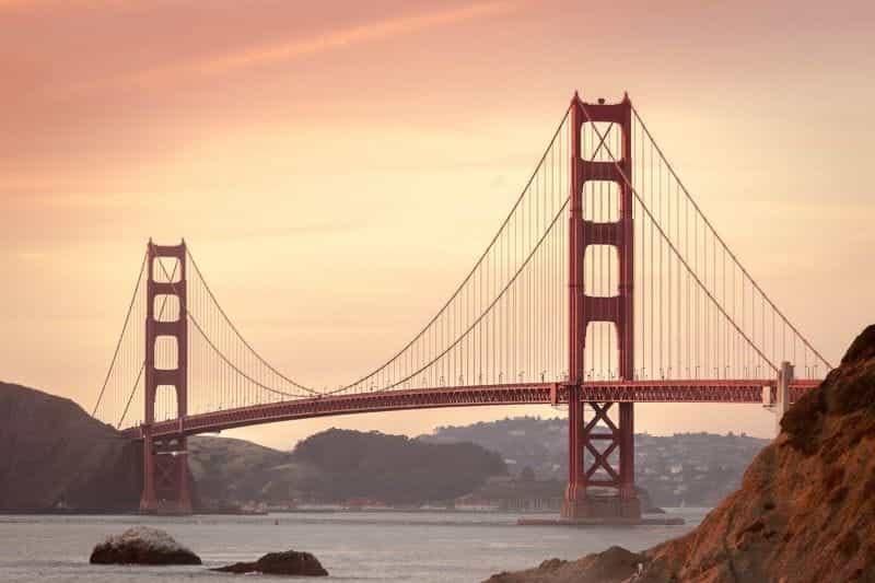 Jembatan Golden Gate yang terkenal di dunia di San Francisco, California.