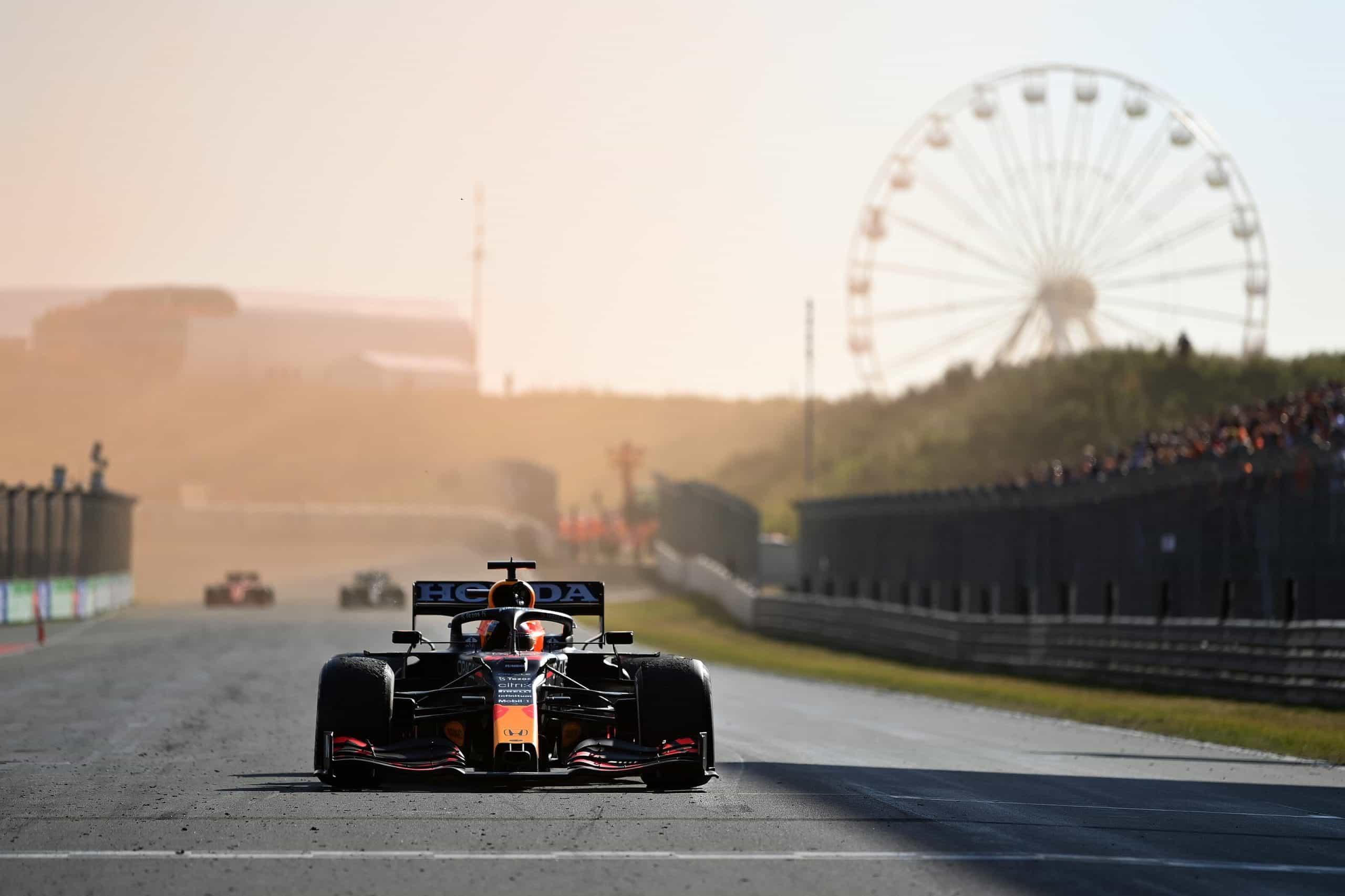 Red Bull Max Verstappen berhenti setelah memenangkan Grand Prix Belanda.