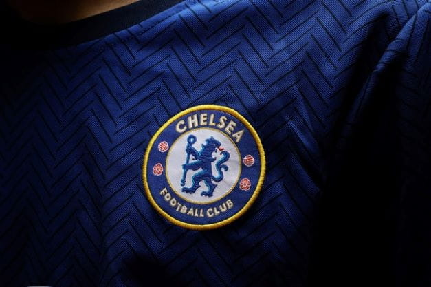 Logo Chelsea Football Club di baju pemain.