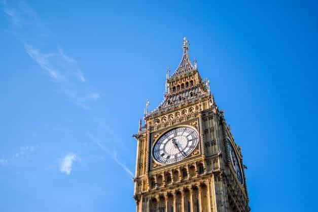 Menara jam Big Ben di Gedung Parlemen.