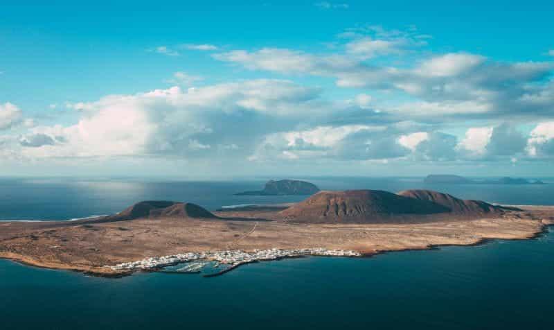 Pemandangan pulau Lanzarote, salah satu Kepulauan Canary.