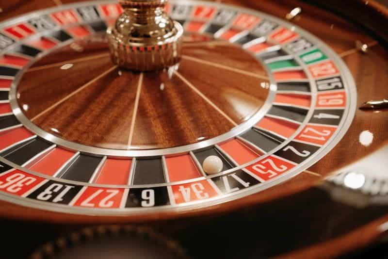 Roda roulette di kasino.